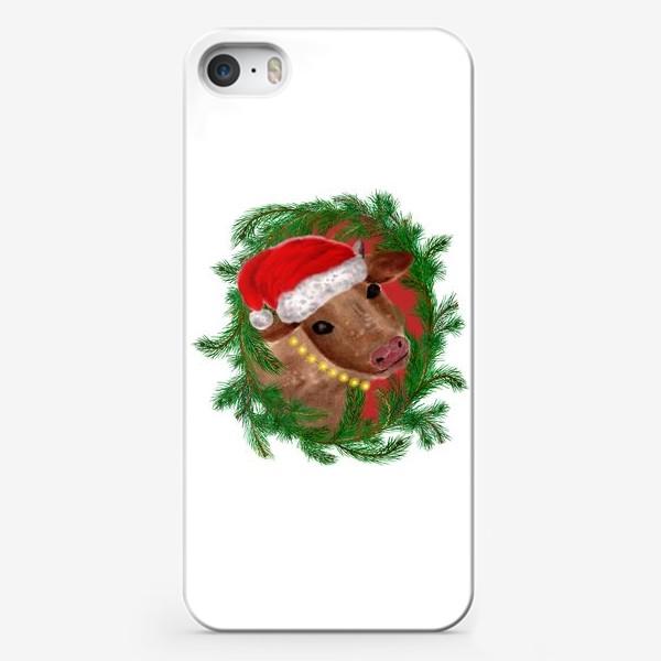 Чехол iPhone «Новогодняя буренка Алёнушка в шапке и бусах»