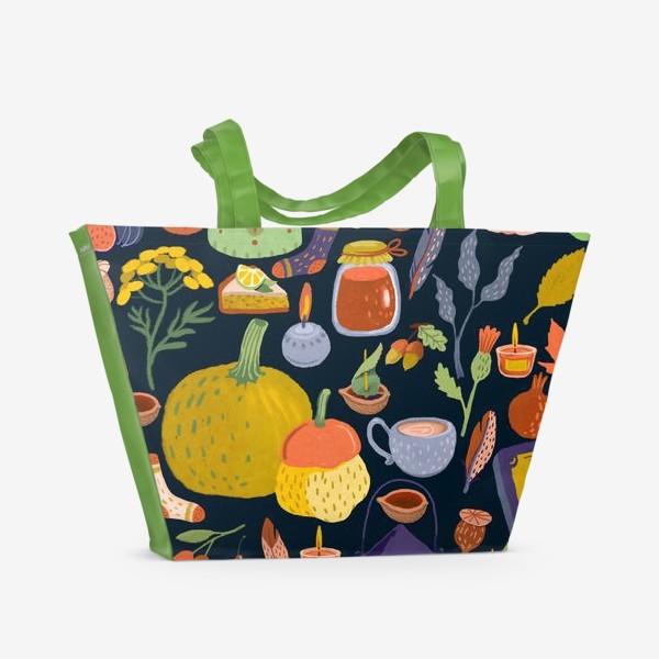 Пляжная сумка «Тыквы, чайник, листья, свечи, варенье, книга, сладости»
