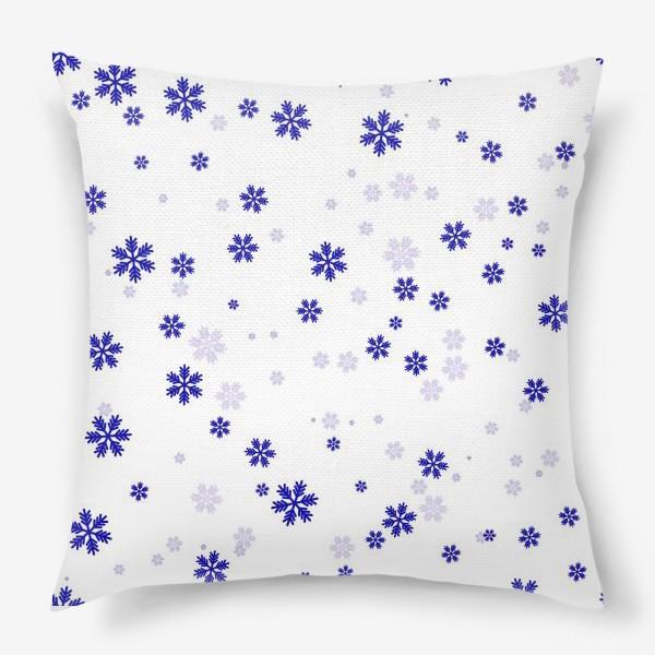 Подушка «снежинки на белом»
