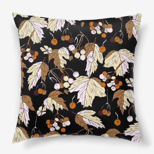Подушка «ягоды и листья»