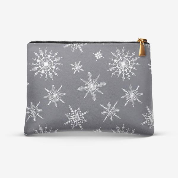 Косметичка «Уютный новогодний паттерн снежинки на сером скандинавия»