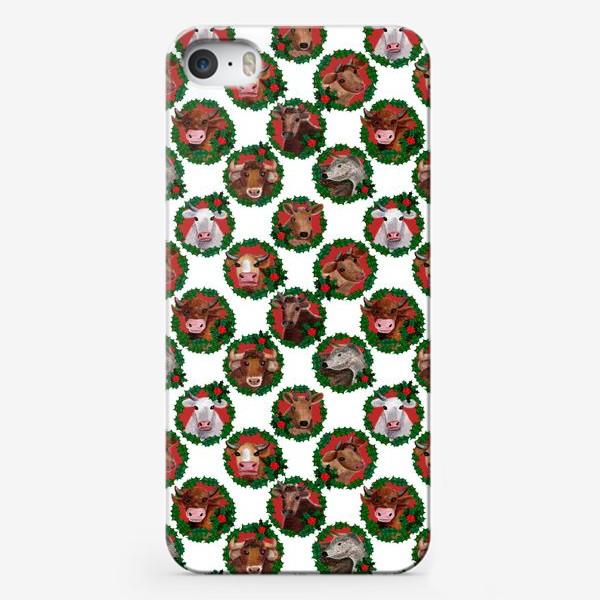 Чехол iPhone «Паттерн новогодние быки и коровы в венках»