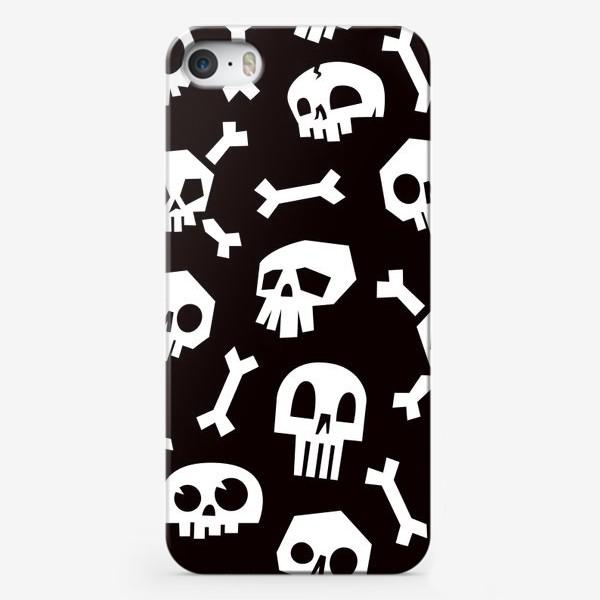 Чехол iPhone «Черепа и кости. Абстрактный геометрический паттерн.»