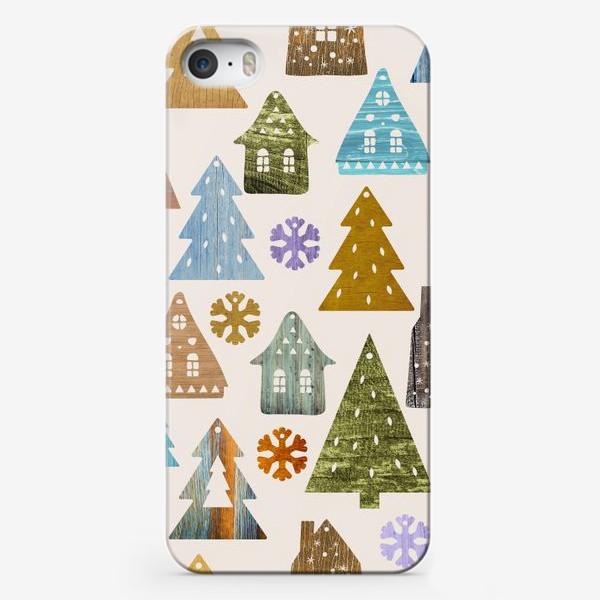 Чехол iPhone «Деревянные фигурки. Домики, елочки, снежинки. Новый год. Светлый фон.»