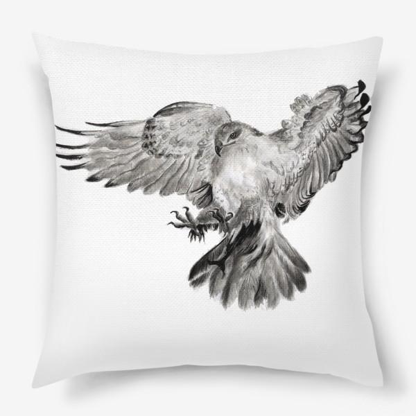 Подушка «Орел расправил крылья и летит в прыжке»