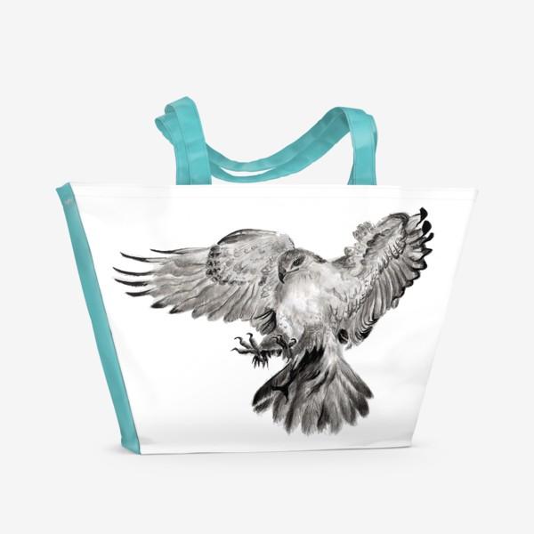 Пляжная сумка «Орел расправил крылья и летит в прыжке»