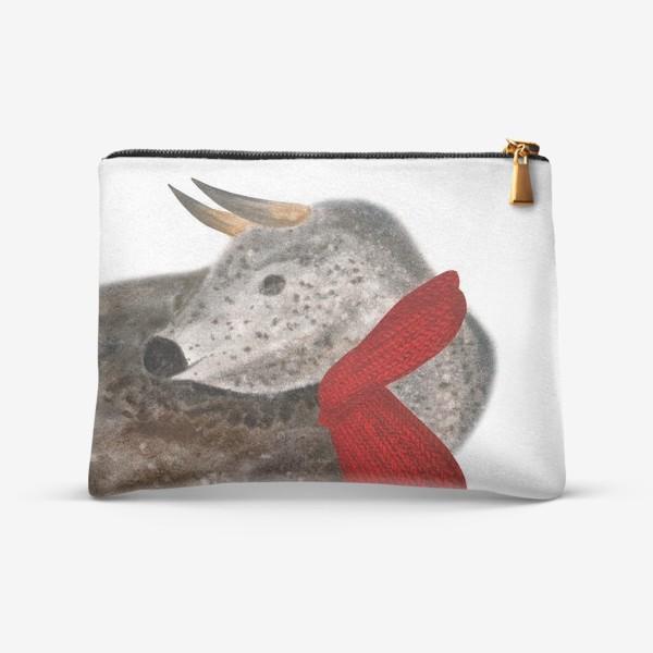 Косметичка «Новогодний пятнистый бык в красном шарфе»