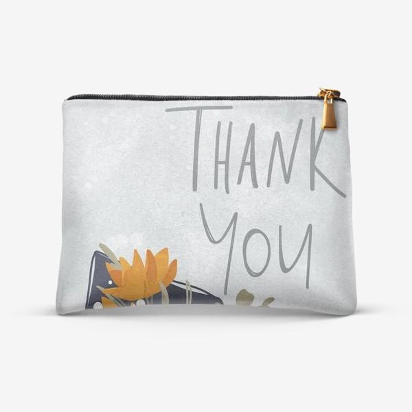 Косметичка «Надпись спасибо тебе с букетом цветов. На нежном голубом фоне»