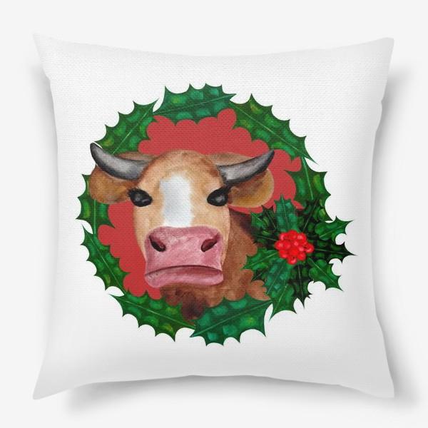 Подушка «Новогодняя корова в венке из остролиста»