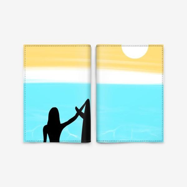 Обложка для паспорта «Девушка с доской для сёрфинга на пляже»