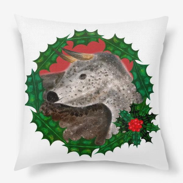 Подушка «Пятнистый новогодний бык в венке из остролиста»