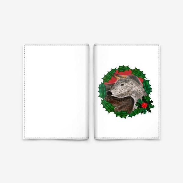 Обложка для паспорта «Пятнистый новогодний бык в венке из остролиста»