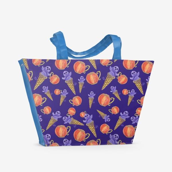 Пляжная сумка «Мороженое с приведением, тыквенная чашка. Хэллоуин. Паттерн»