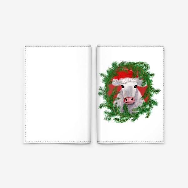 Обложка для паспорта «Новогодняя белая бурёнка в рамке из хвойных ветвей»