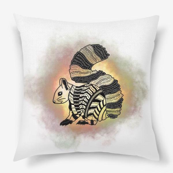 Подушка «Белка с узорами»