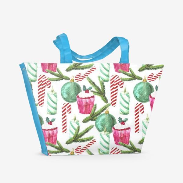 Пляжная сумка «Новый год. Зима. Панкейк. Свеча. Еловая ветвь. Стеклянный шар. Сахарная трость. Паттерн»
