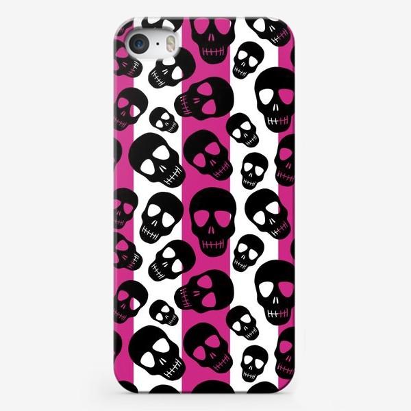Чехол iPhone «Черные черепки на розовом-белом полосатом фоне. Гламурная готика»