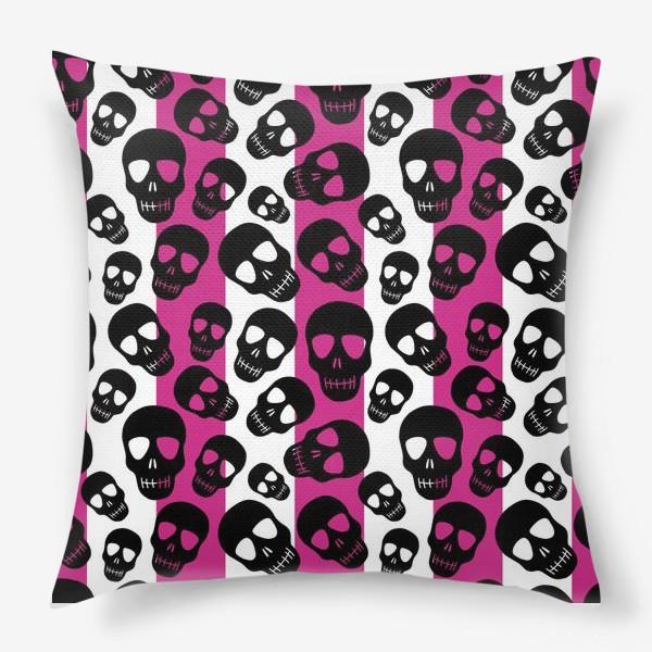 Подушка «Черные черепки на розовом-белом полосатом фоне. Гламурная готика»