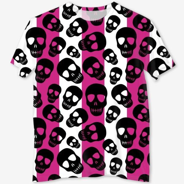 Футболка с полной запечаткой «Черные черепки на розовом-белом полосатом фоне. Гламурная готика»