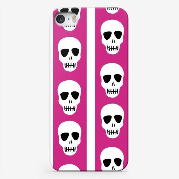 Чехол iPhone «Белые черепки на розово-белом полосатом фоне. Гламурная готика»