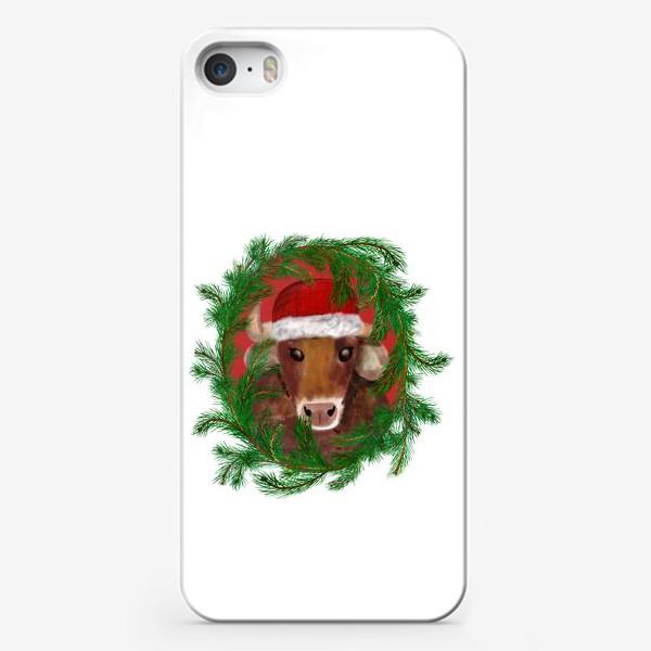 Чехол iPhone «Новогодний бык Вася в красной шапочке с еловым венком»