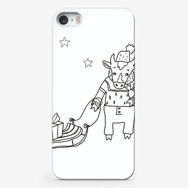 Чехол iPhone «Бык с санками и подарками, в шапке, свитере и штанах. Новогодний символ.»