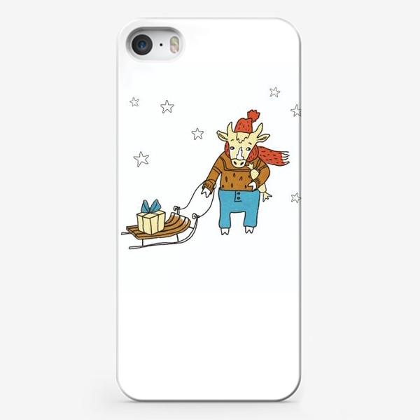 Чехол iPhone «Бык с санками и подарками, в шапке, свитере и штанах. Новогодний символ. Цветной.»