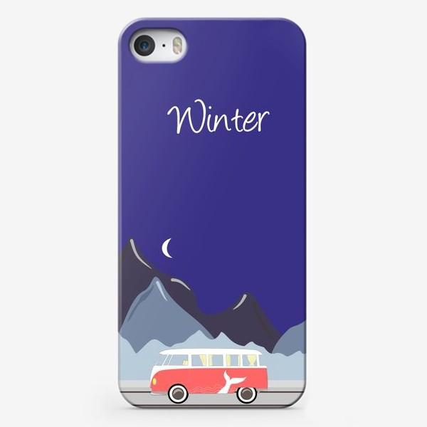 Чехол iPhone «Ретро автобус на дороге, горы и луна»
