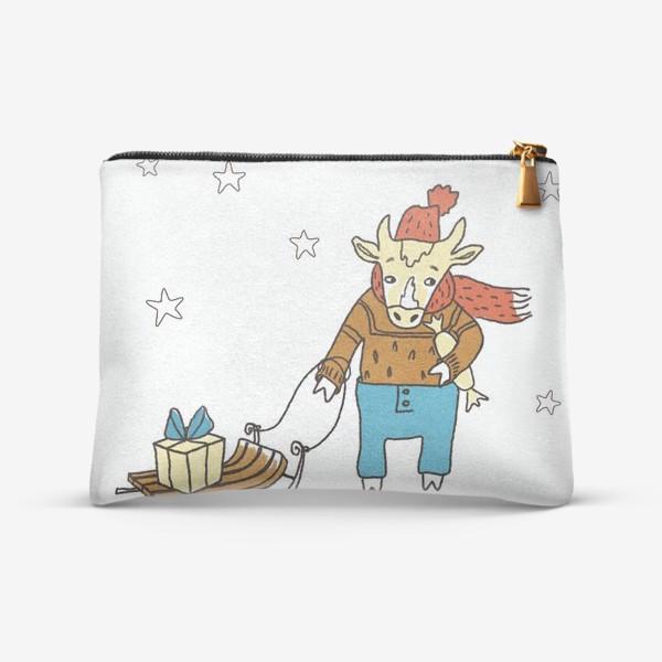 Косметичка «Бык с санками и подарками, в шапке, свитере и штанах. Новогодний символ. Цветной.»