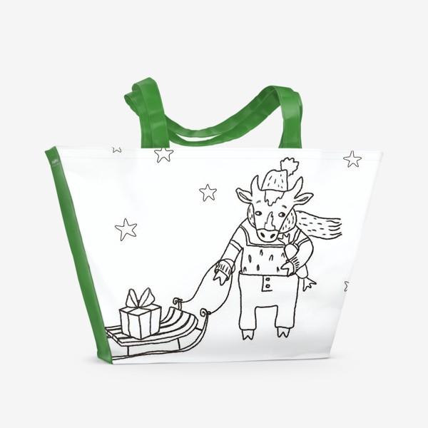 Пляжная сумка «Бык с санками и подарками, в шапке, свитере и штанах. Новогодний символ.»