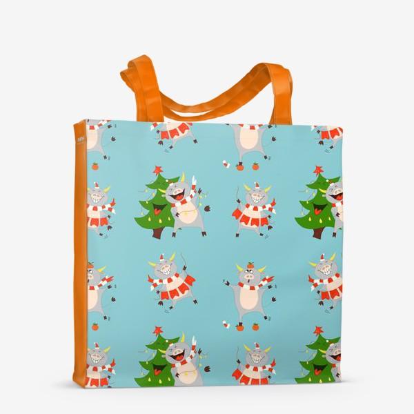 Сумка-шоппер «Новогодние быки на голубом фоне Паттерн с елками, мандаринами и символом 2021 года»