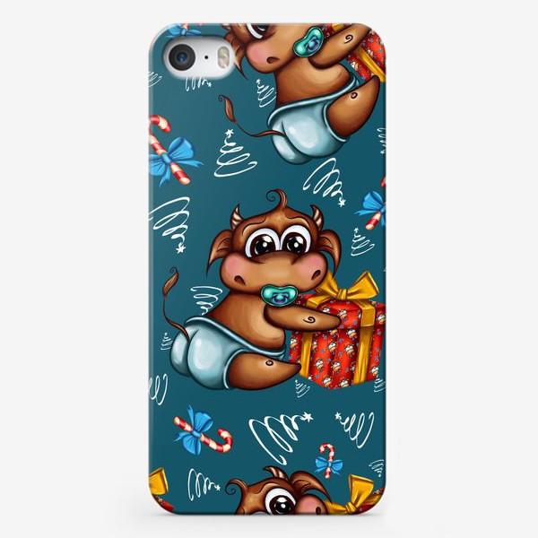 Чехол iPhone «Малыш Бычок с подарком на голубом фоне»