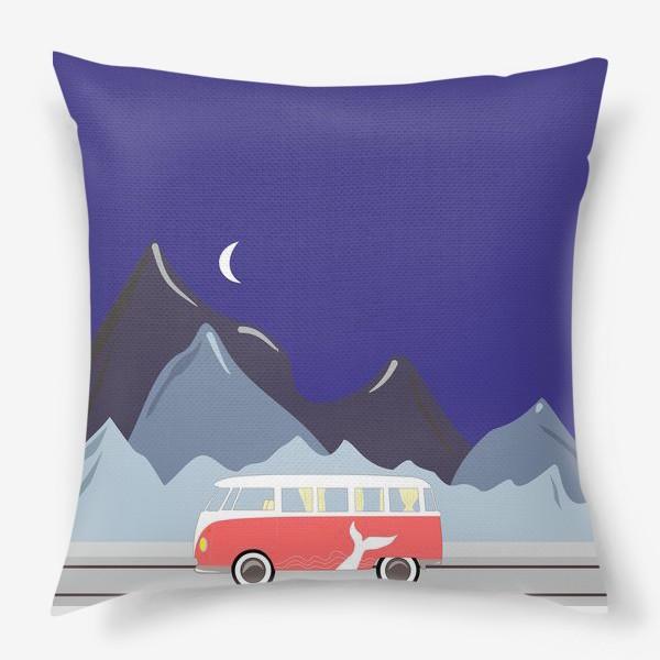 Подушка «Ретро автобус на дороге, горы и луна»