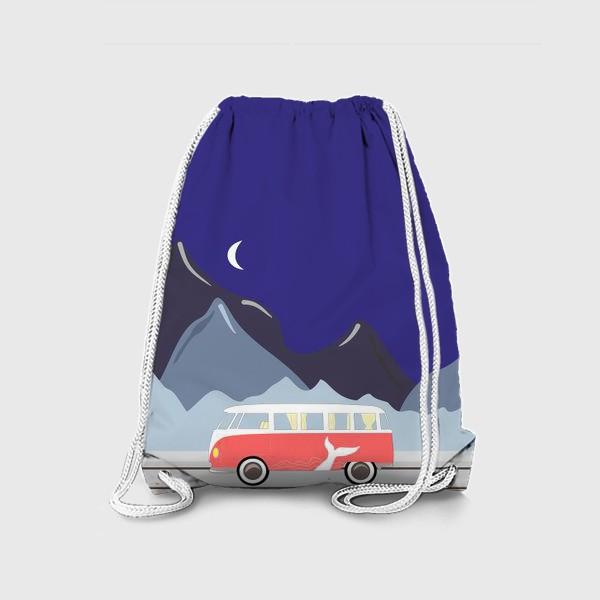 Рюкзак «Ретро автобус на дороге, горы и луна»