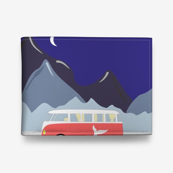 Кошелек «Ретро автобус на дороге, горы и луна»