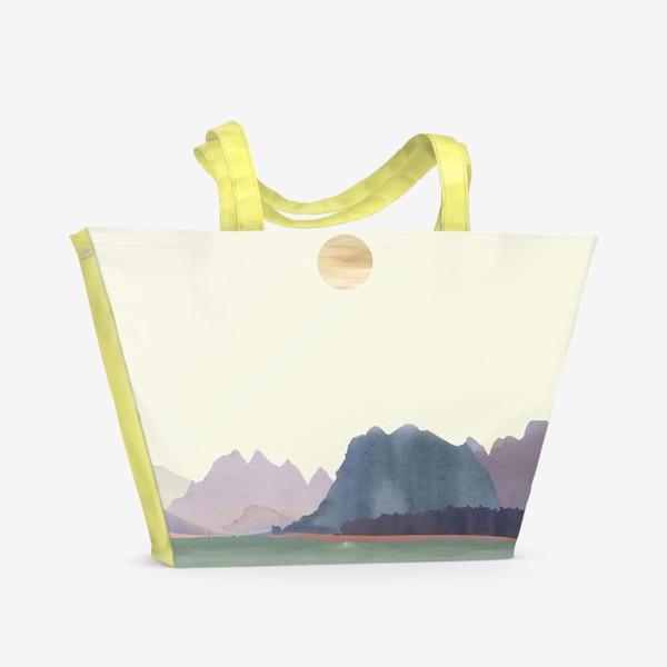 """Пляжная сумка «Пейзаж в стиле минимализм: """"Изумрудное море, небо и горы"""", пастельные тона »"""