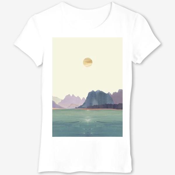 """Футболка «Пейзаж в стиле минимализм: """"Изумрудное море, небо и горы"""", пастельные тона »"""