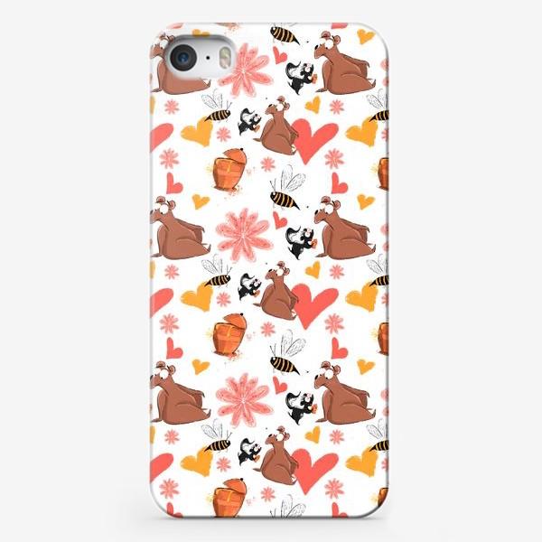 """Чехол iPhone «Паттерн """"Влюблённый скунс и медведь""""»"""