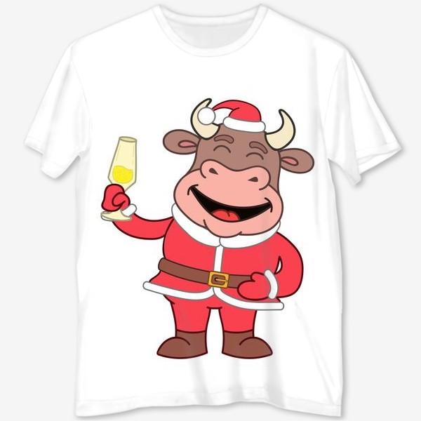 Футболка с полной запечаткой «милый мультяшный бычок в новогоднем костюме с бокалом шампанского»