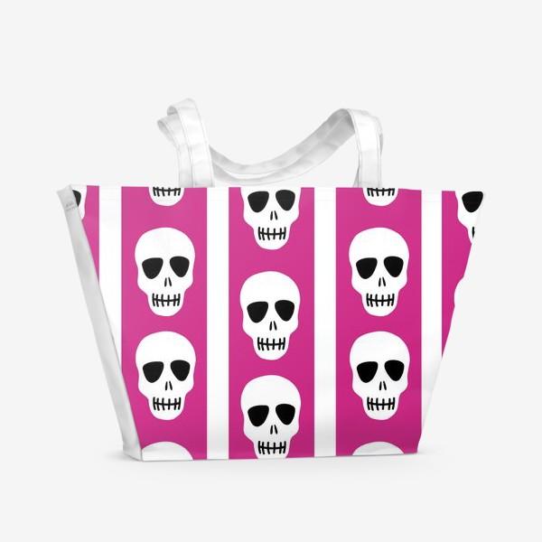 Пляжная сумка «Белые черепки на розово-белом полосатом фоне. Гламурная готика»