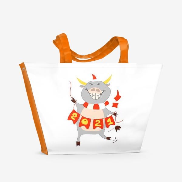 Пляжная сумка «Символ Нового 2021 года Бык с гирляндой из флажков с цифрами»
