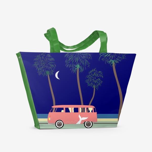 Пляжная сумка «Ретро автобус на побережье, пальмы, луна, лето»