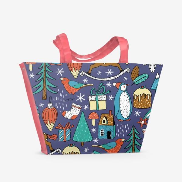 Пляжная сумка «Пингвины, птички, лошадки, шишки, елки, домики, подарки, горы. Темный фон. Зима, Новый год!»