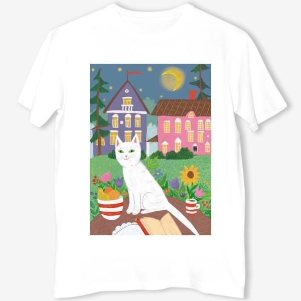 Футболка «Милая белая кошка в летнем саду.»