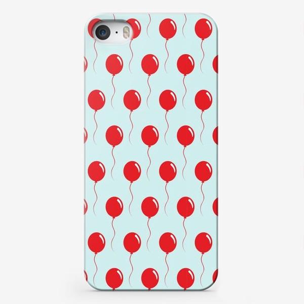Чехол iPhone «Красные воздушные шарики на веревке на голубом фоне»