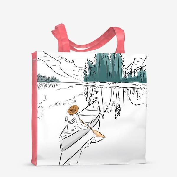 Сумка-шоппер «Девушка в шляпе в лодке каноэ плывет по озеру в горах среди ёлок»