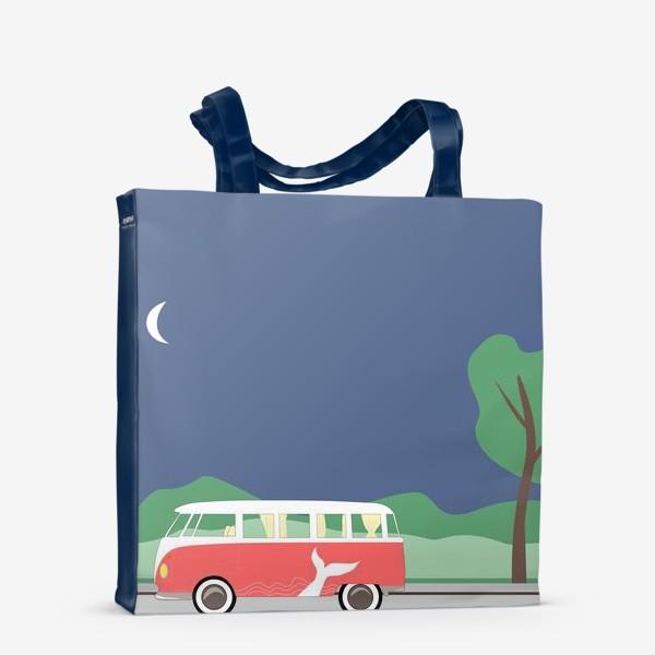 Сумка-шоппер «Винтажный автобус на дороге весной, дерево, зелень и луна»
