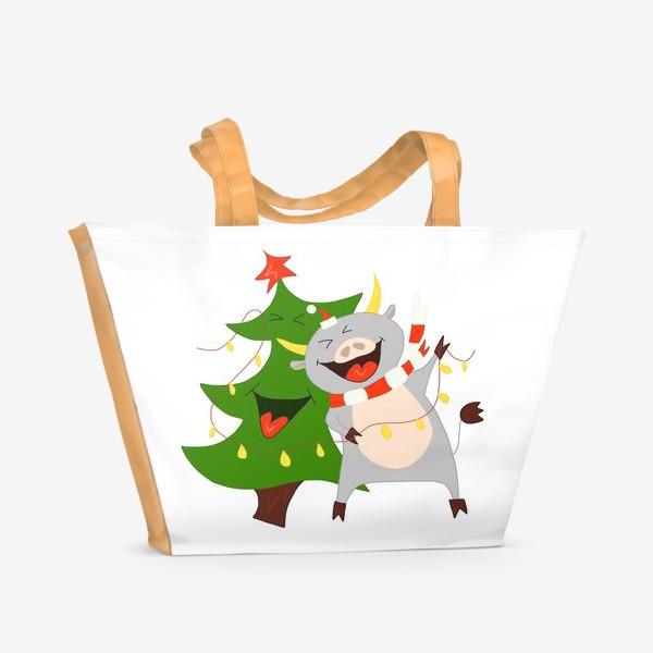 Пляжная сумка «Бычок с елкой и гирляндой Символ 2021 года Рождество»