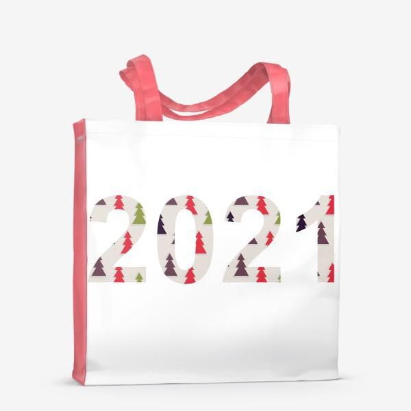 Сумка-шоппер «Цифры 2021 с символами Нового года и Рождества: разноцветные треугольные ёлки»