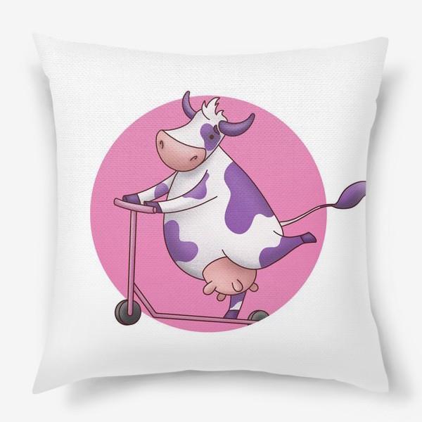 Подушка «корова на самокате»